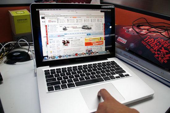 使用一根手指操作触摸板的时候,基本和PC机的方式差不多,移动光标